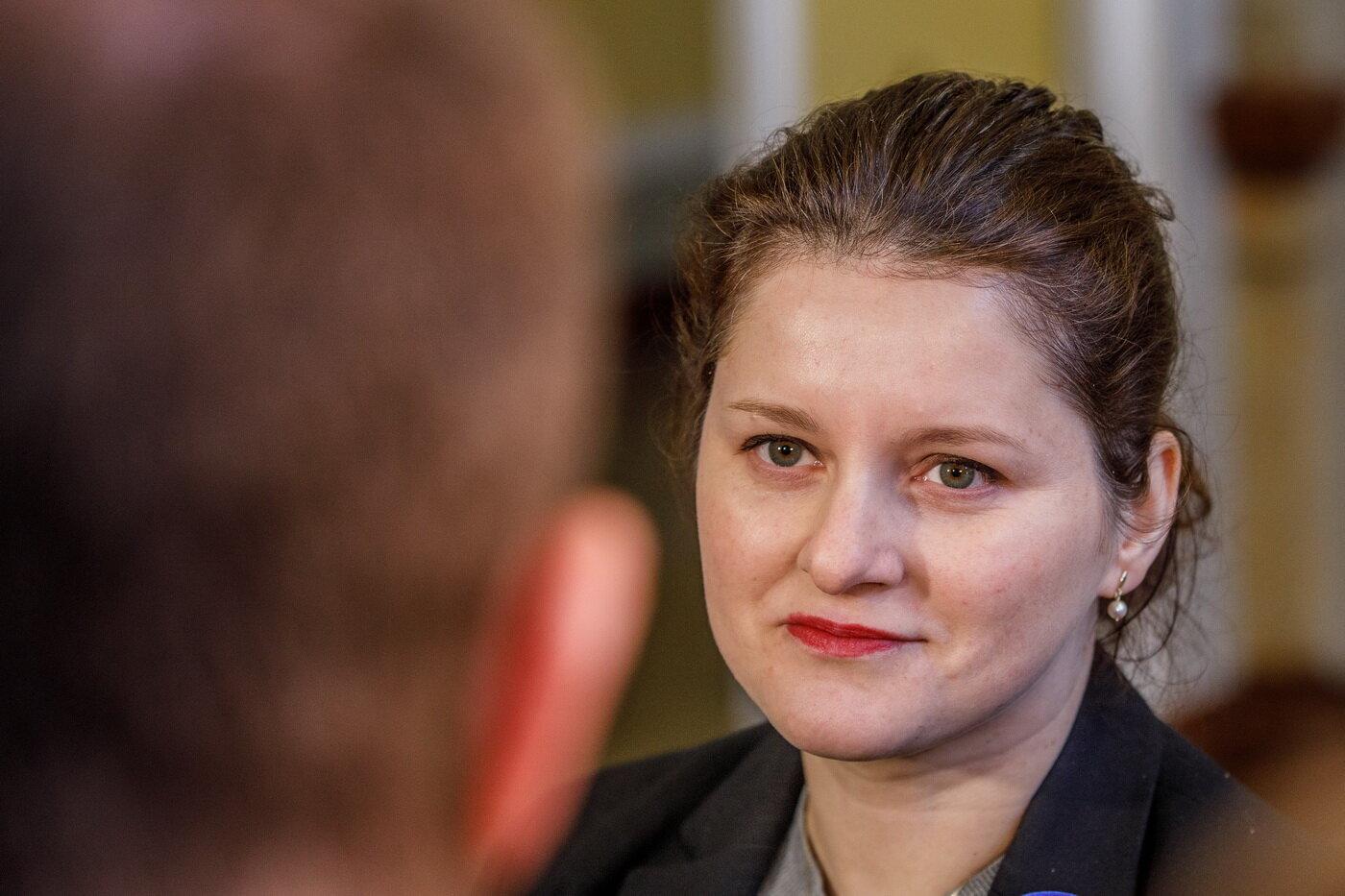 Podle premiéra Andreje Babiše (ANO) by bylo nejlepší, aby o navýšení minimální mzdy rozhodla až příští vláda po volbách. Tripartita se na částce dnes neshodla. Babiš to řekl na tiskové konferenci po jednání zástupců vlády, odborů a zaměstnavatelů. V Česku je přes pět milionů zaměstnanců. Za minimální mzdu podle podkladů ministerstva sociáních věcí pracuje asi 139.000 z nich. Minimální mzdu stanovuje kabinet v nařízení.