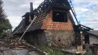 V obci Kaliště hořel rodinný dům, škoda činí 2,5 milionu korun (6.8.2021).