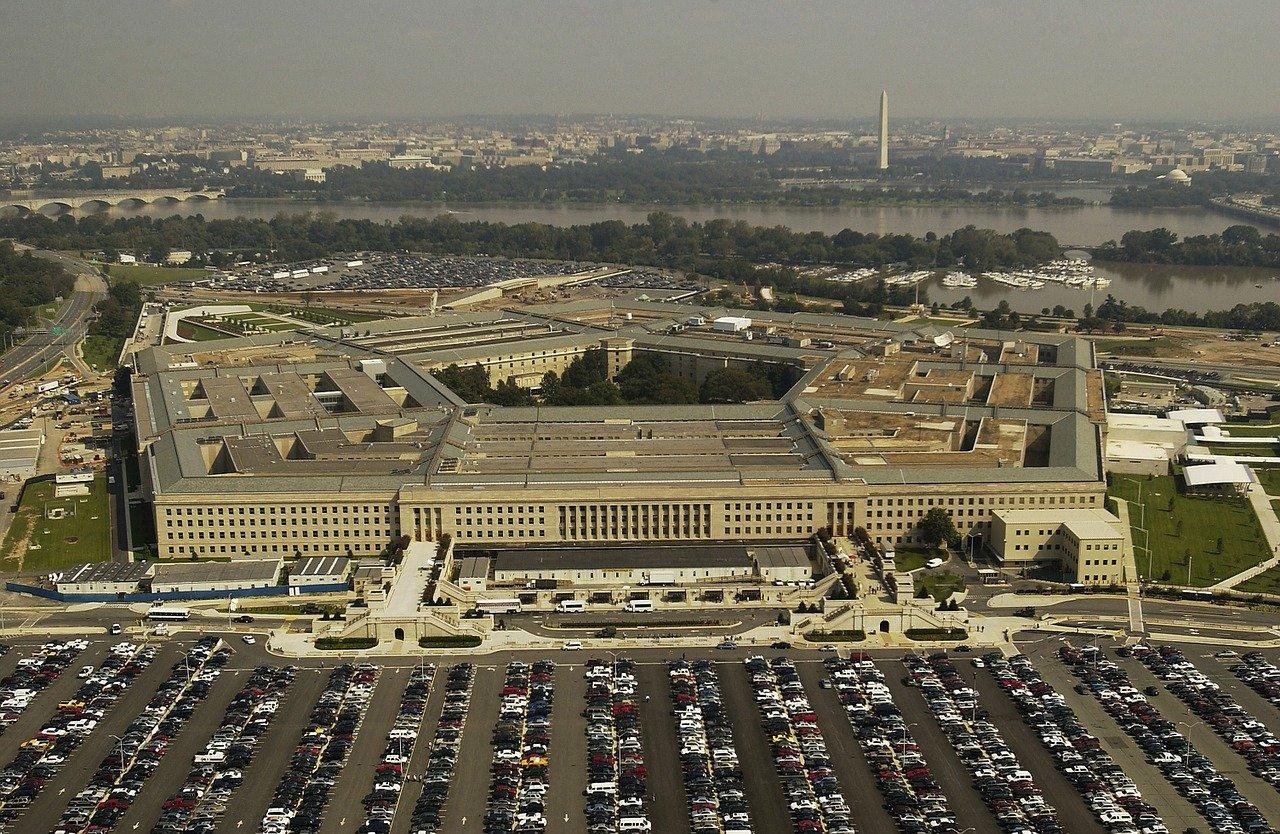 Americká armáda dnes přiznala, že její poslední bojová akce v Kábulu byla chyba. USA zaútočily 29. srpna raketou odpálenou z dronu na auto s údajnými atentátníky, ale zemřeli při tom civilisté.
