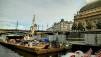 festival Prague Sounds - stavba plovoucí scény