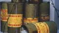 Cyklon B je obchodní název insekticidu německé firmy IG Farben. Je to granulovaná křemelina nasycená kyanovodíkem, ze které se po otevření obalu začal uvolňovat plynný kyanovodík. Jeho původní zamýšlené použití spočívalo v dezinsekci. Photo by Yad Vashem