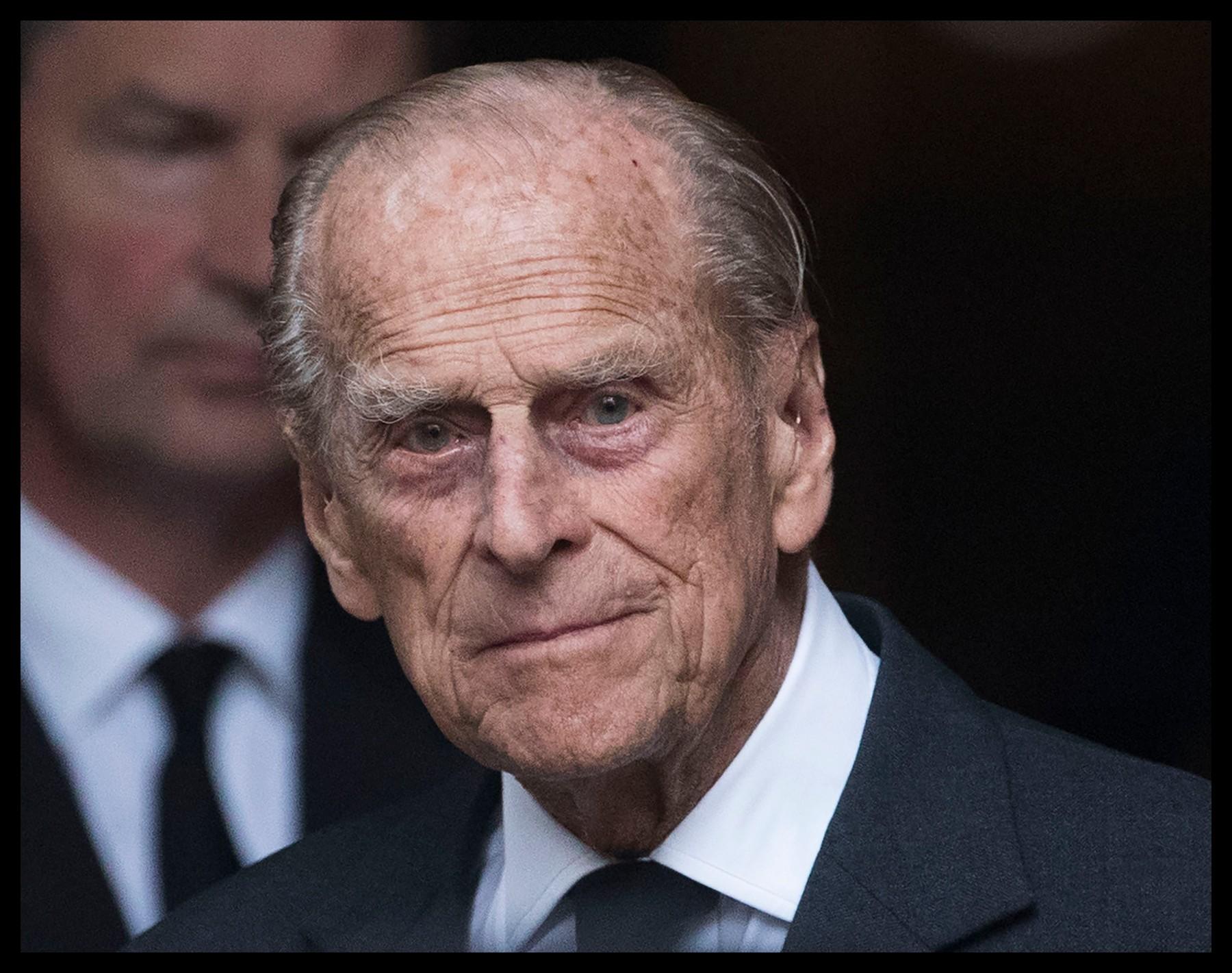 """Závěť zesnulého prince Philipa, manžela britské panovnice Alžběty II., bude zapečetěná a tajná ještě nejméně 90 let, rozhodl dnes nejvyšší soud. Důvodem je ochrana """"důstojnosti a postavení"""" královny, píše BBC News. Již více než století je v Británii zvykem, že po smrti vysoce postaveného člena královské rodiny jsou soudy požádány, aby zapečetily jejich závěti."""