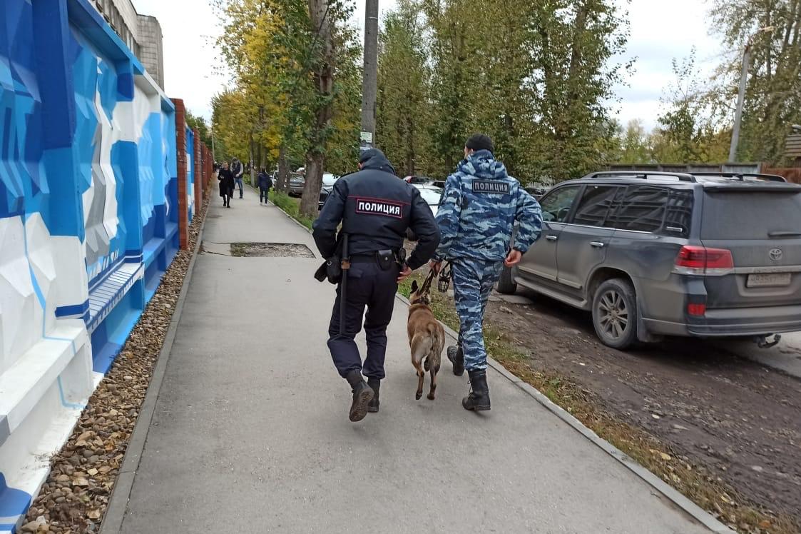 Nejméně šest mrtvých si vyžádala dnešní střelba na Permské státní univerzitě, informují tiskové agentury s odvoláním na ruské ministerstvo zdravotnictví. Vyšetřovací výbor dříve uvedl, že na místě zůstalo osm mrtvých. Další tři desítky lidí jsou podle úřadů zraněny.