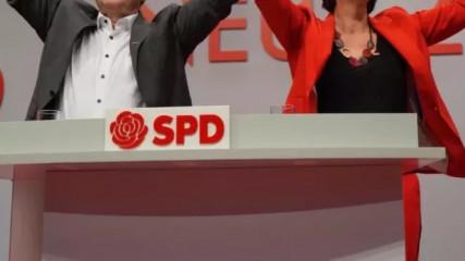 Německé parlamentní volby vyhráli sociální demokraté (SPD) vedení kancléřským kandidátem Olafem Scholzem, kteří získali 25,7 procenta hlasů. Konzervativní unie CDU/CSU Scholzova soka Armina Lascheta skončila druhá s 24,1 procenta hlasů, což je nejhorší výsledek v poválečných dějinách Německa.