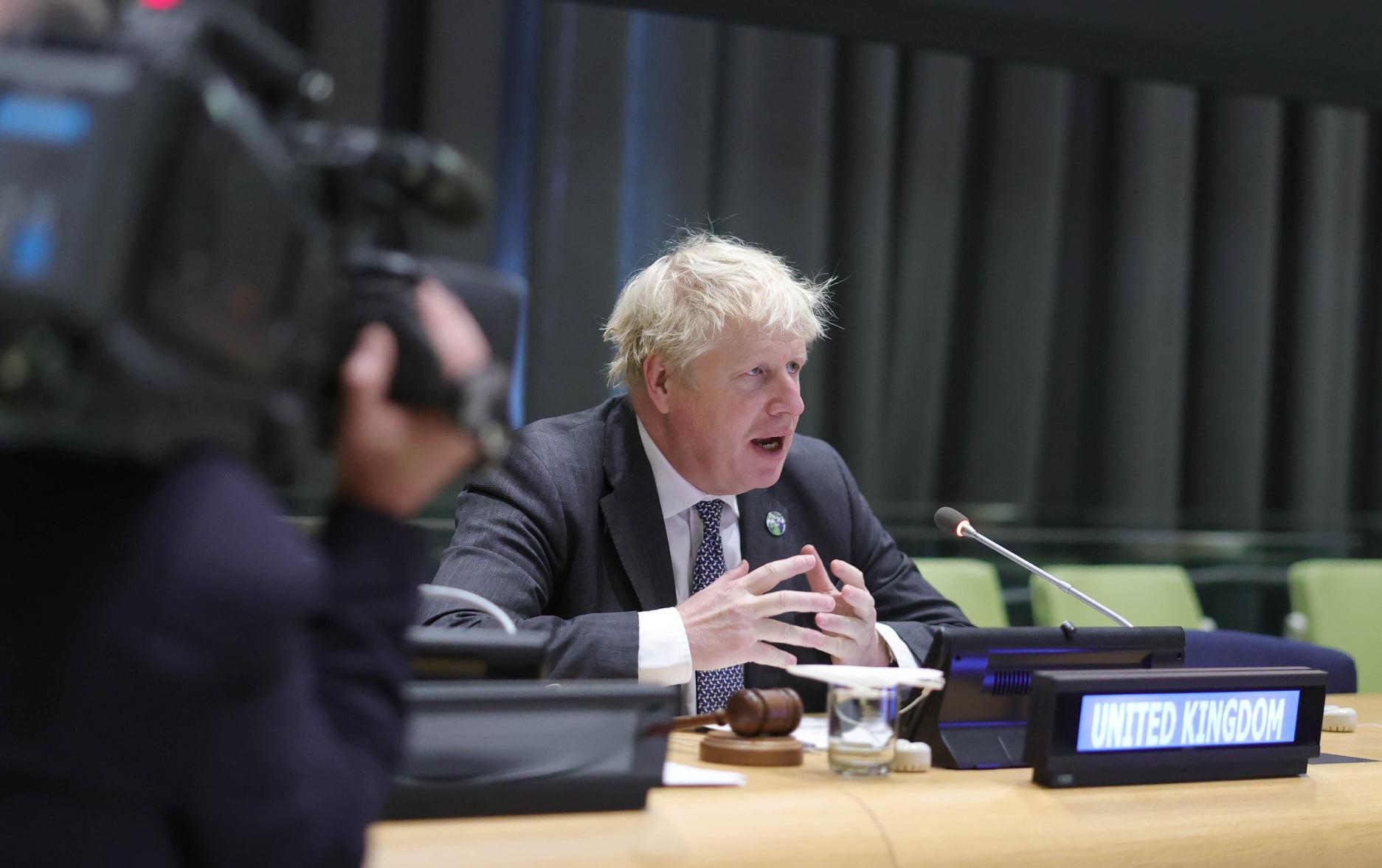 Britský premiér Boris Johnson v projevu na zasedání Valného shromáždění OSN v New Yorku vyzval lidstvo, aby dospělo a bojovalo proti klimatickým změnám. Podle Johnsona se svět blíží k bodu zlomu a státy musí konečné převzít odpovědnost za ničení planety.