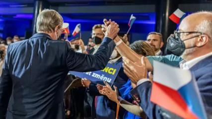 Volby do Sněmovny by v září vyhrálo vládní hnutí ANO se ziskem 24,5 procenta hlasů, těsně za ním by s 23 procenty skončila koalice Spolu (ODS, TOP 09 a KDU-ČSL). Třetí by byla koalice Pirátů a STAN, kterou by volilo 20,5 procenta Čechů. Vyplynulo to z volebního modelu agentury Kantar CZ pro Českou televizi.